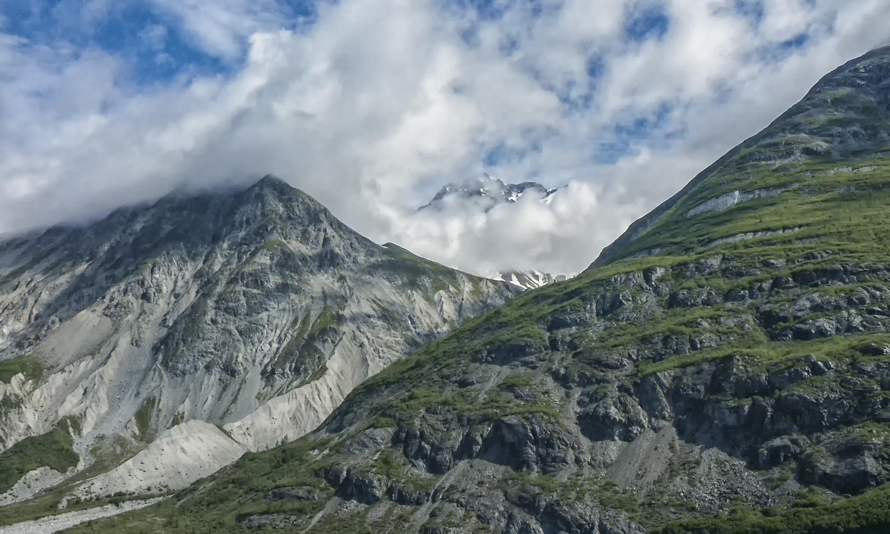 Hilary Ottley – Cloud Covered Peaks – HM